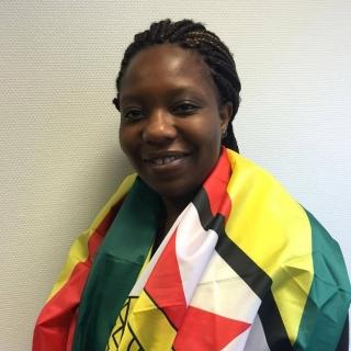 Patience Med Zimbabwe Flagg 2