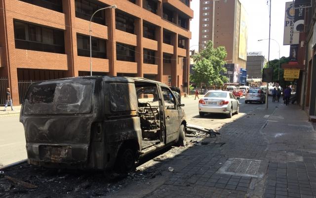 Krigslignende tilstander for studenter i Sør-Afrika