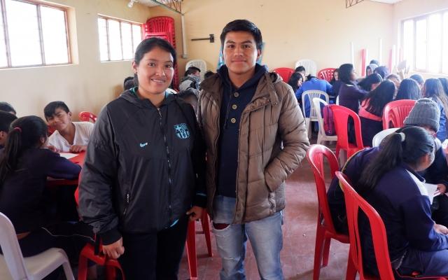 Skolerer ungdommer om fredsavtalen