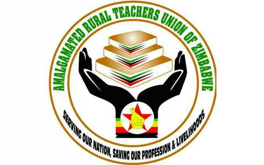 Teachers of Zimbabwe demand salaries paid in US dollars